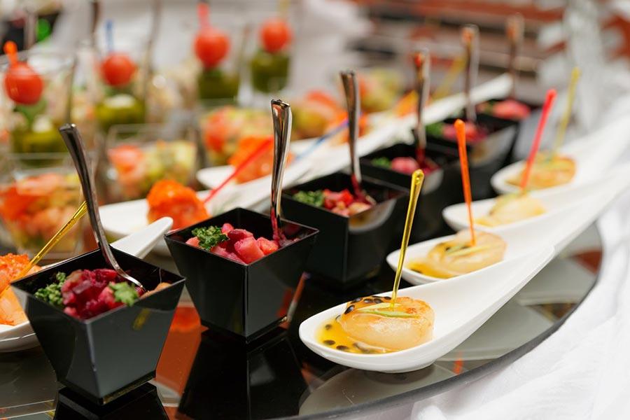 Quale regolamento sul catering è necessario per organizzare eventi a domicilio?